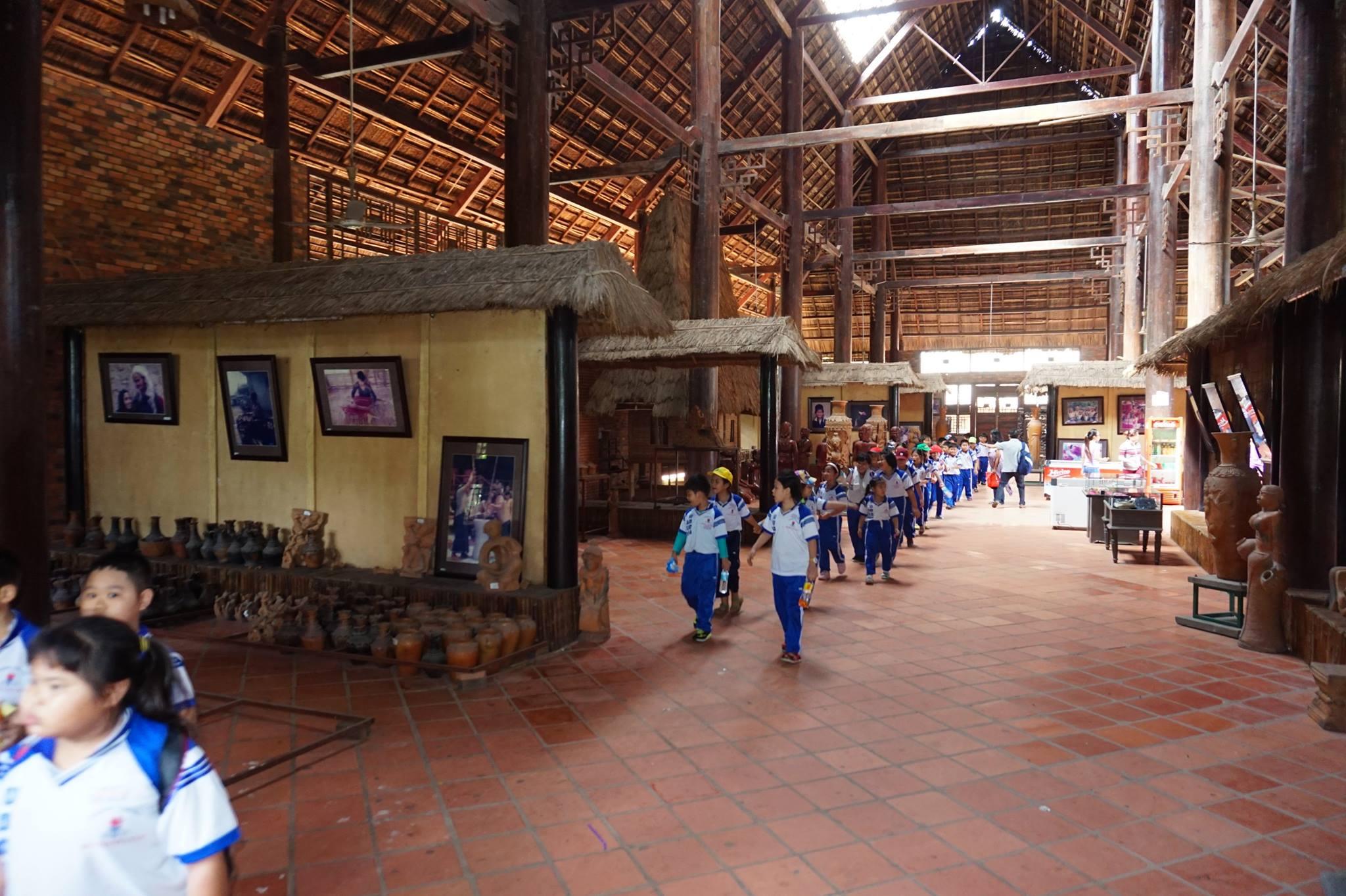 Kiến trúc bên trong làng văn hóa dân tộc thiểu số Củ Chi