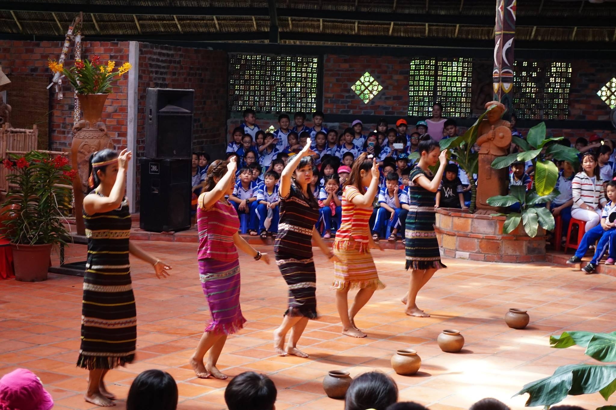 Buổi giao lưu văn hóa tại KDL văn hóa Củ Chi