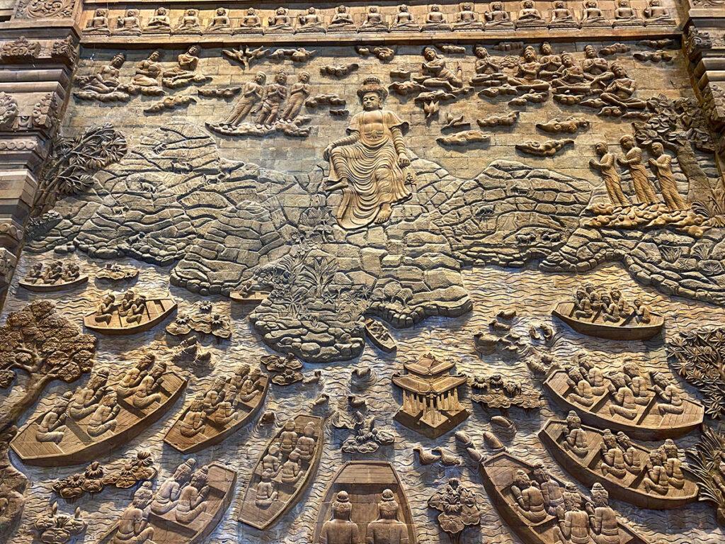 Bức phù điêu Quan Âm Bồ Tát trên tường