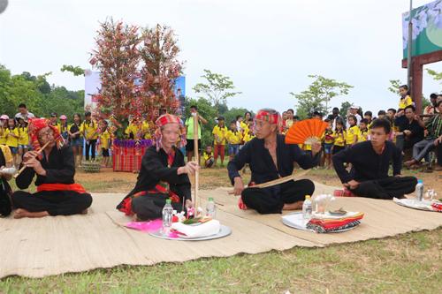 Tái hiện lễ hôị Hết Chá tại làng văn hóa dân tộc Việt Nam