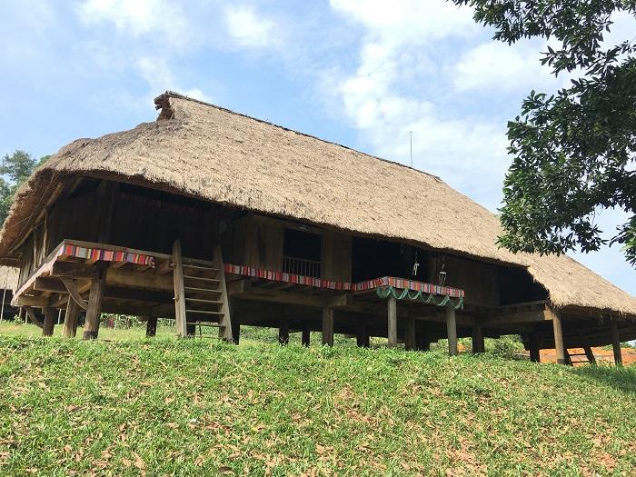 Nhà sàn tại làng văn hóa dân tộc