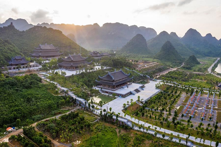Khung cảnh chùa Tam Chúc