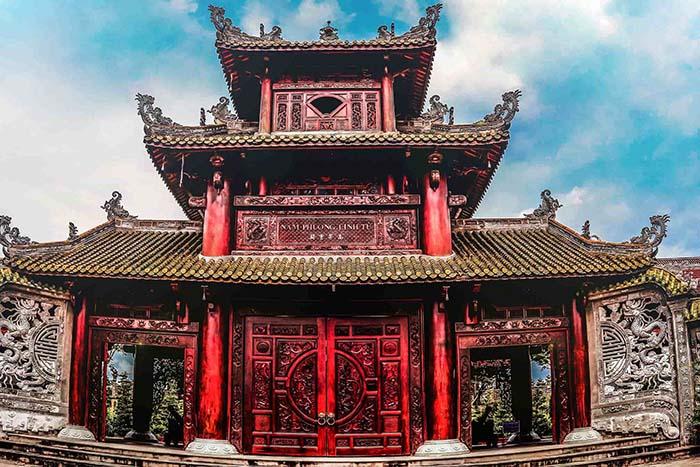 Đền thờ Nam Phương Linh Từ