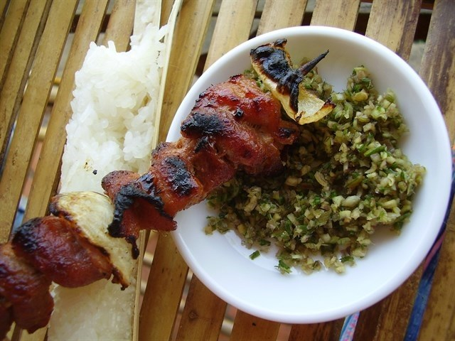 Cơm lam và thịt nướng