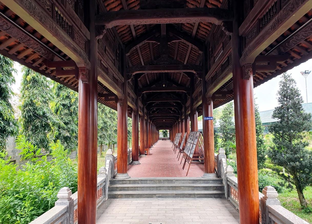 Dãy hành lang yên tĩnh tại khu du lịch Phương Nam