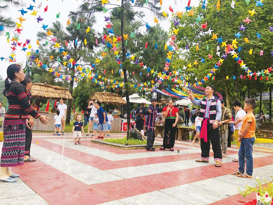 Làng văn hóa dân tôc Việt Nam