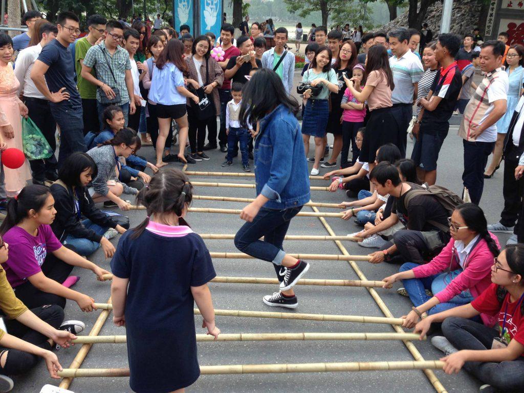 Nhảy sạp phố đi bộ Hà Nội